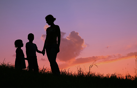/site-elements/images/feature-images/family-going-for-a-walk-in-the-countryside-at-sunset.jpg